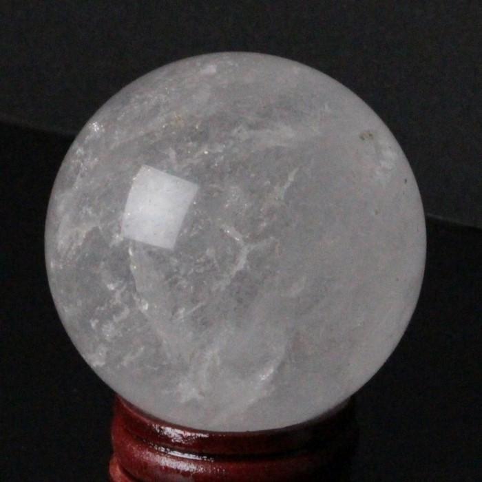 白く濁った水晶玉